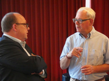 Rudi Van Doorslaer ((right) in conversation with the Director General of the State Archives, Karel Velle, at the reception organised in his honour a couple of days before his retirement. (Photo CegeSoma)