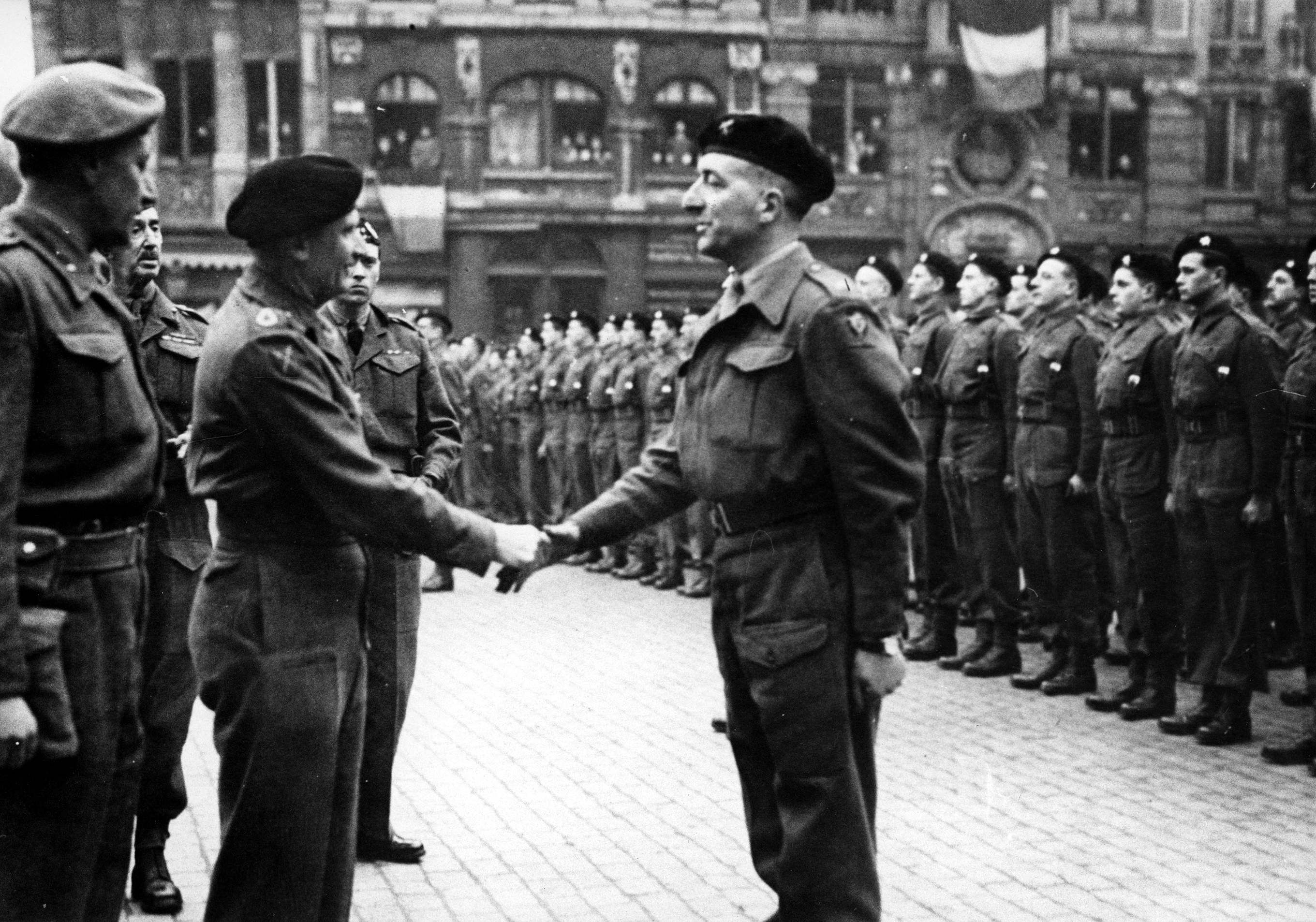 Marshal Bernard Montgomery congratulates Colonel Jules Piron in the presence of the Brigade reunited on the 'Grand Place' of Brussels, on 10 March 1945, CegeSoma/SA, photo n° 26.537.