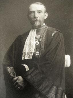 Jean Servais (1856-1946). He was counseler with the Cour de Cassation during the war, and as such in favour of a stronger opposition of the judicial power against the occupier's policy. After the war, because of his qualities as a lawyer as well as his energetic personality, he was nominated as chief magistrate with the central public prosecutor's office at the Brussels court of appeal. (Cour de cassation of Belgium)
