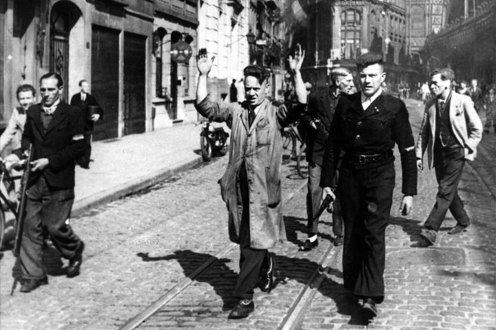 Anvers. Arrestation de collaborateurs dans la Pelikaanstraat le 4/9/1944. Photo n° 28.403, droits réservés CegeSoma/Archives de l'Etat.