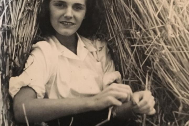 'Lily van Oost, 1937' - Copyrights Arch. Famille de Gerlache de Gomery - van Oost. Droits d'auteur : droits réservés.