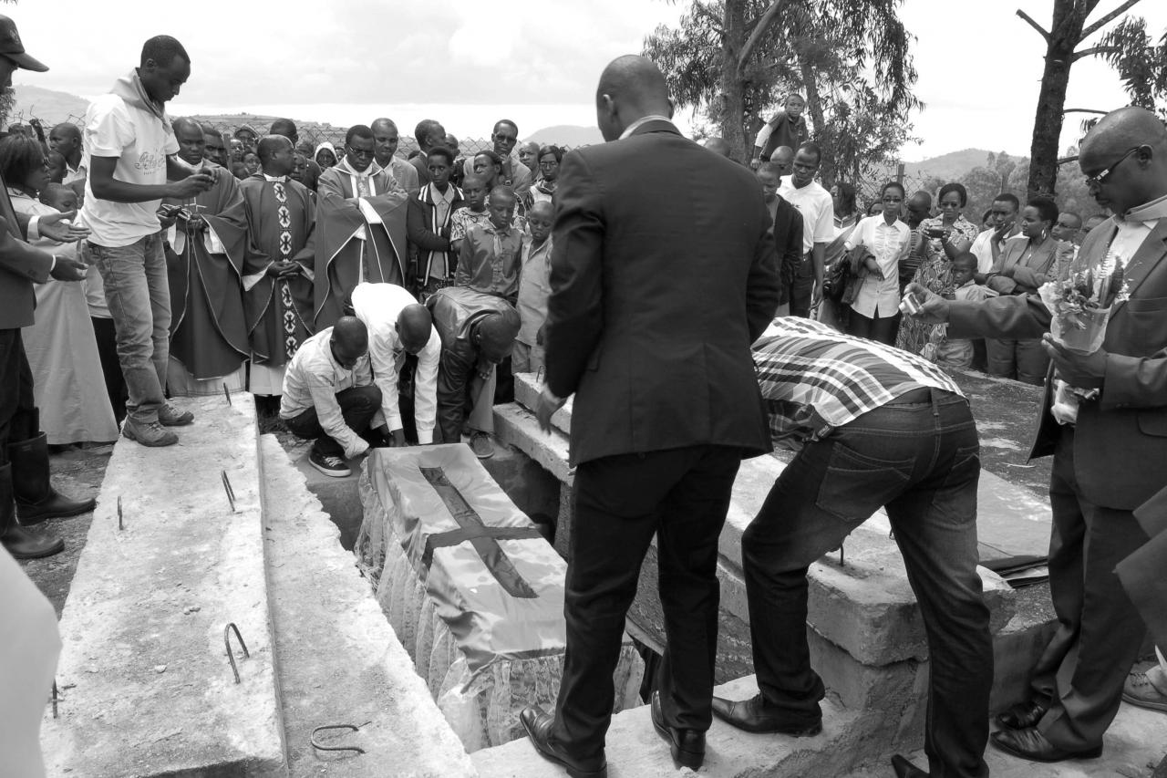 Commémoration locale du génocide à Kaduha, 6 juin 2013 © Florence Rasmont.