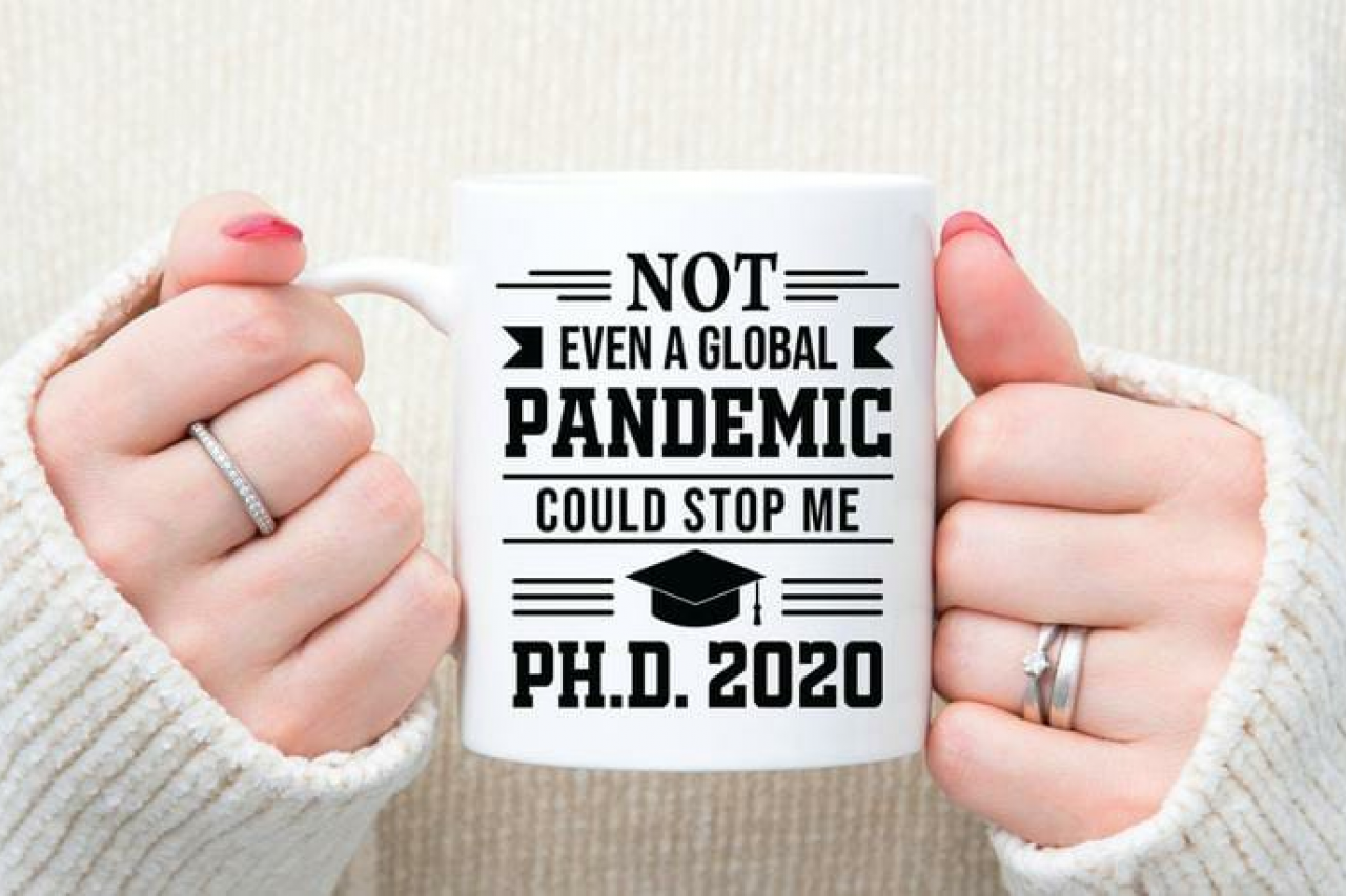 https://www.etsy.com/fr/listing/850557301/phd-mug-graduation-gift-nursing?ref=shop_home_feat_2&bes=1