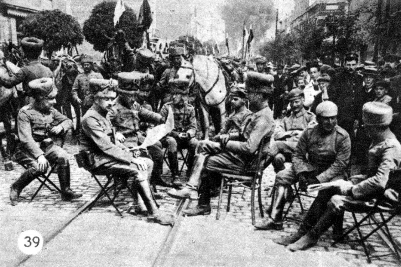 CIDA' chocolate factory in Bois d'Haine. German cavalry resting in the streets of Brussels. Photo no. 64272, copyright CegeSoma/State Archives.