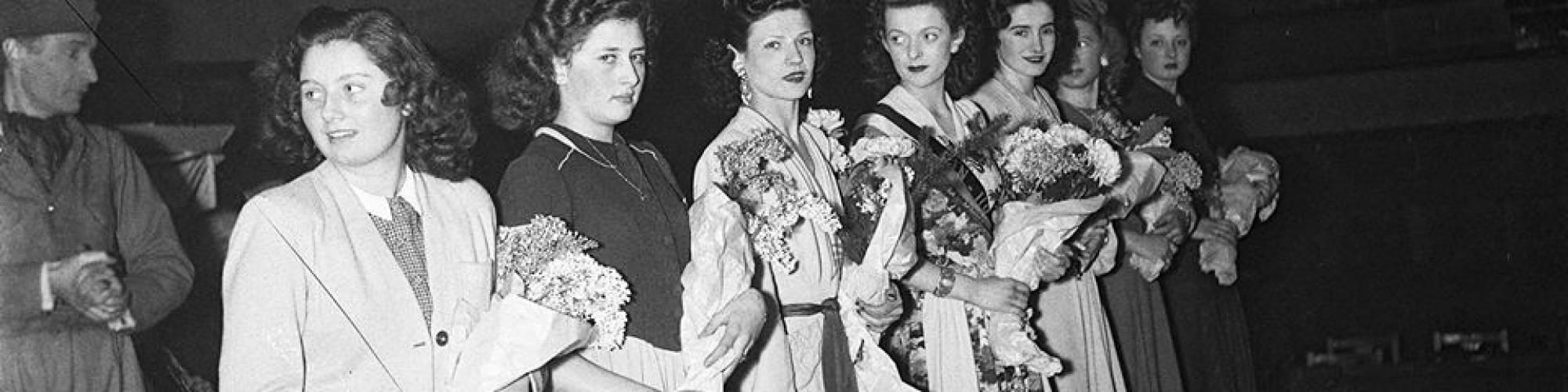 Foto Sadocolor (Rechten voorbehouden), Pin-up girl in Ancienne Belgique, 10.1.1945.